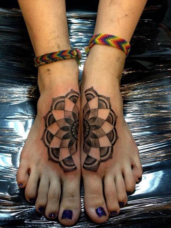 Mandala Dövmesi İki Ayak Üzerine