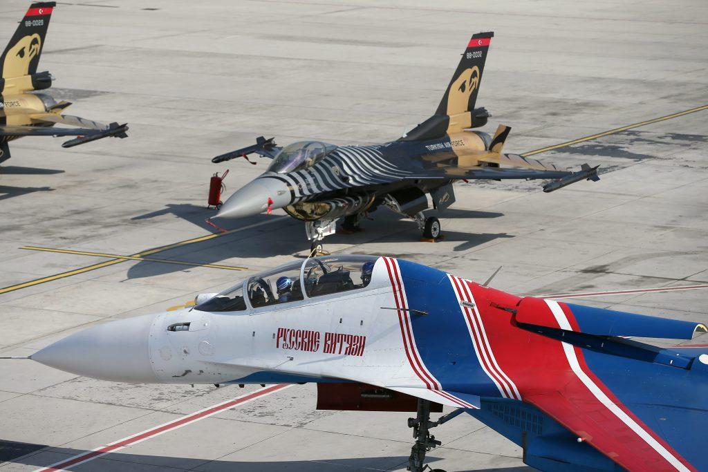 Rus Su-30 ve Solo Türk Gösteri Uçakları