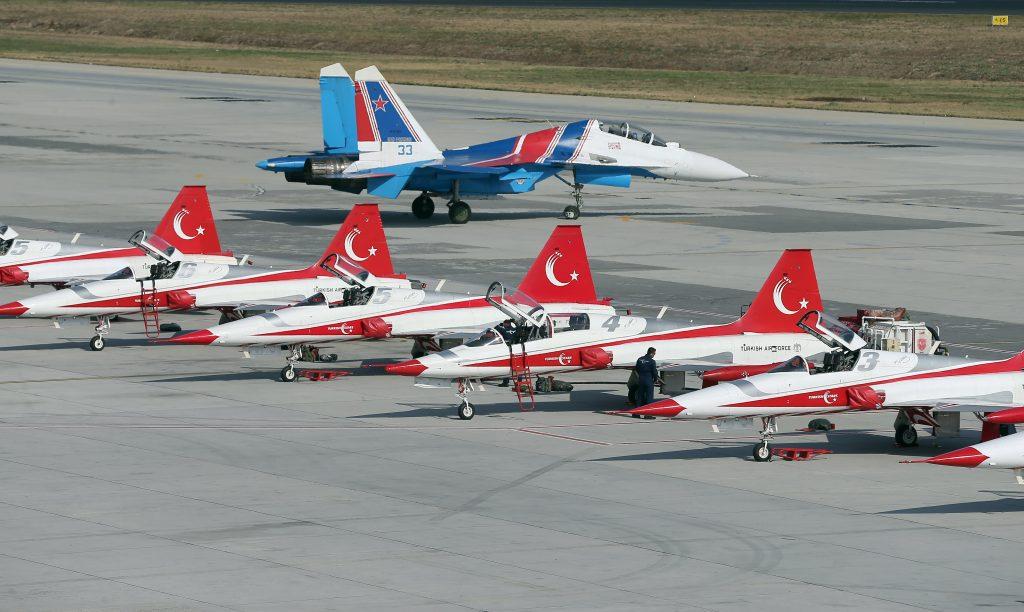 Rus Su-30 ve Türk Yıldızları Uçakları