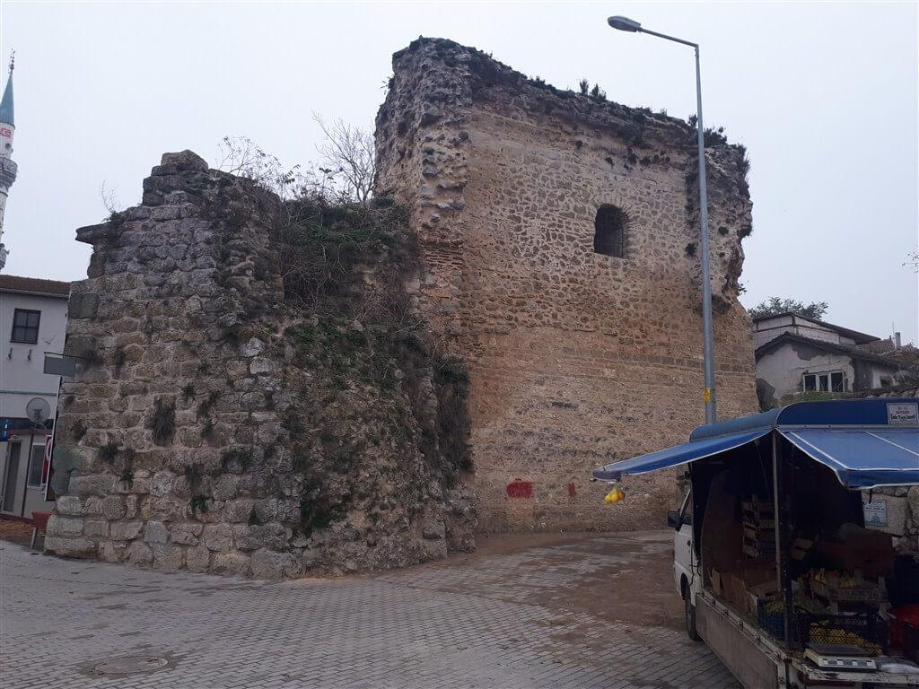 Gölyazı Tarihi Yapılar