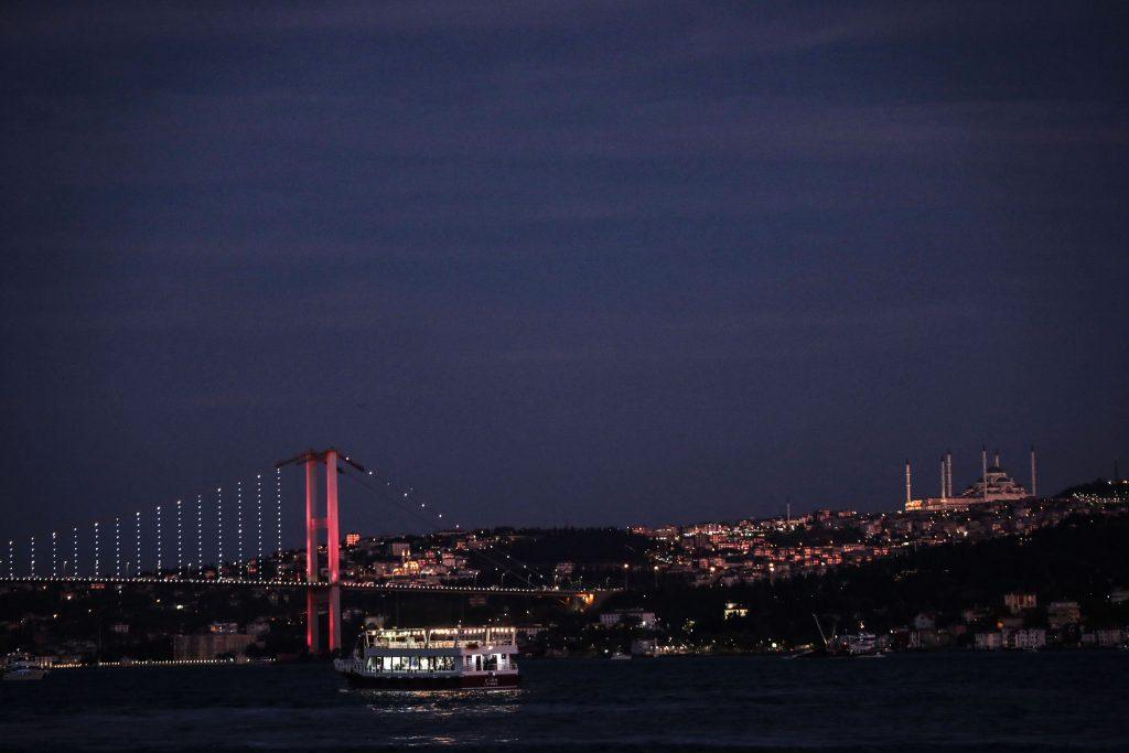 İstanbul Gece Köprü Tekne Cami