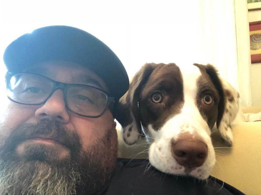 Somer Sivrioğlu ve Köpeği Çiko