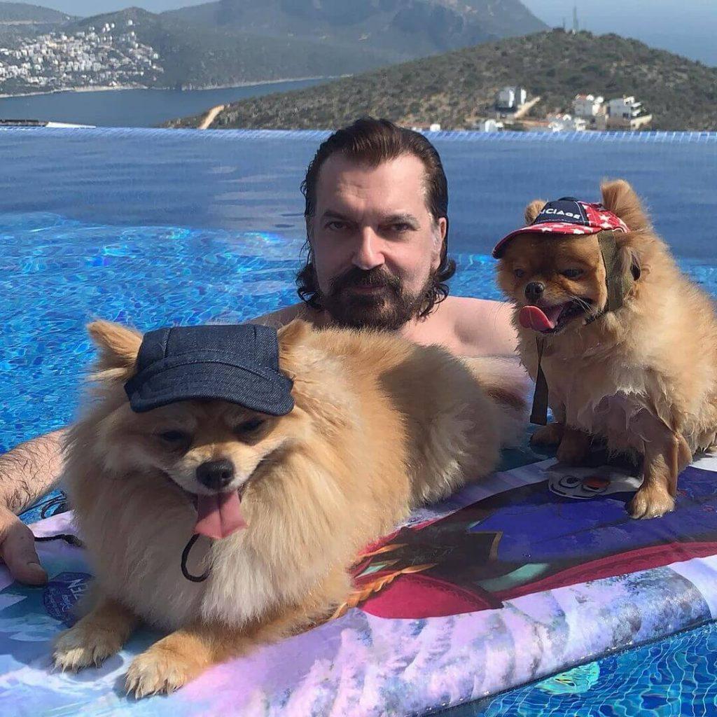 Hakan Bayrakçı ve Köpekleri