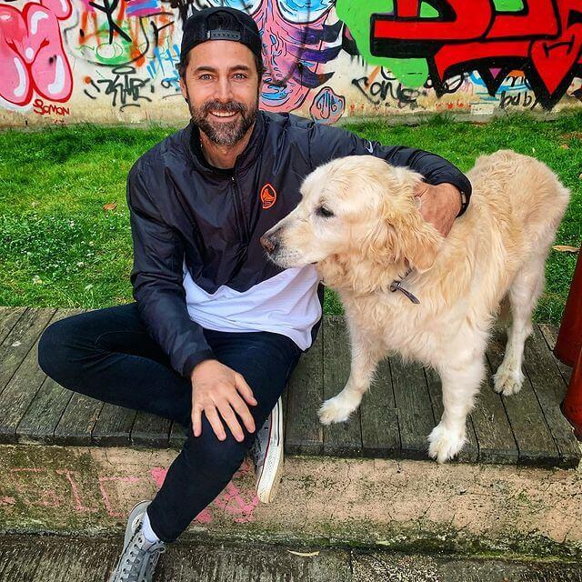 Kıvanç Kasabalı ve köpeği Oscar