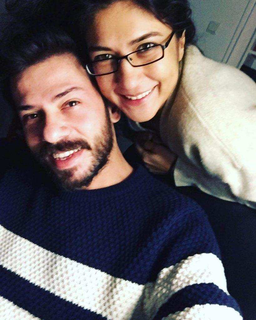 Ahmet Tansu Taşanlar ve Ablası